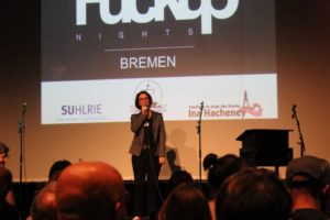 FuckUp Nights Bremen, Begrüßung durch Susanna Suhlrie